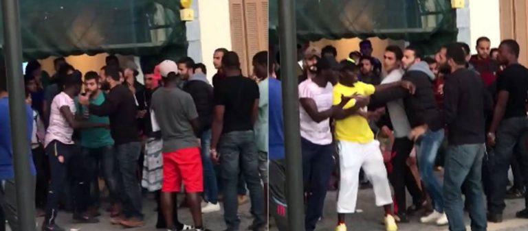 Οι μετανάστες σφάζονται μεταξύ τους «σαν τα κοτόπουλα» στη μέση του δρόμου: Νέο μαχαίρωμα στον Πειραιά