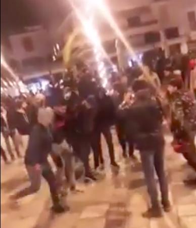 Βίντεο – Πρωτοχρονιάτικο μουσουλμανικό πάρτι στην κεντρική πλατεία Σάμου
