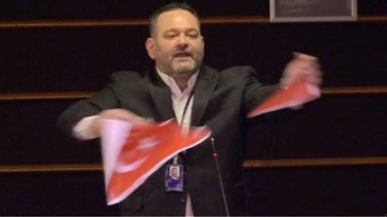 """Ο Γιάννης Λαγός καταψήφισε την χρηματοδότηση της Τουρκίας για το """"προσφυγικό"""""""