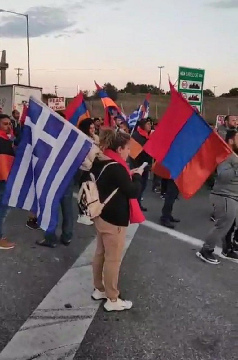 Μπλόκο Ελλήνων και Αρμενίων στους Κήπους Έβρου