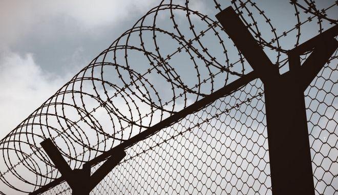 Σε στρατόπεδα συγκέντρωσης οι κορωνο-παραβάτες