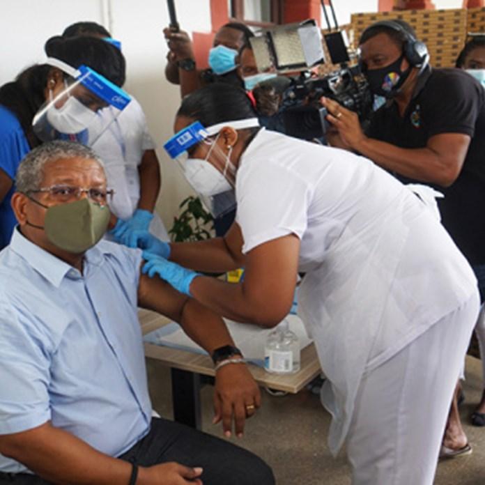 Η πιο εμβολιασμένη χώρα στον κόσμο επιστρέφει στο Lockdown