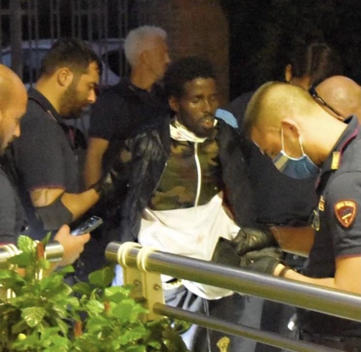 Ιταλία: Έκαναν έλεγχο εισιτηρίου σε Σομαλό κι αυτός μαχαίρωσε 6χρονο παιδί και άλλα 4 άτομα